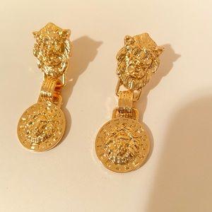 Fashion pair of earrings metallic news